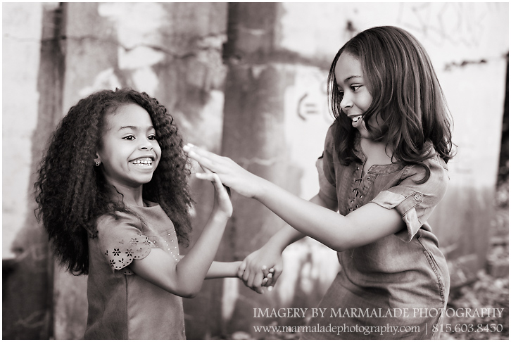 An example of a photo shoot with sisters in Chicagoland.